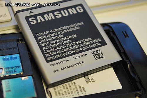 采用1800毫安时电池 大约可以正常使用1天
