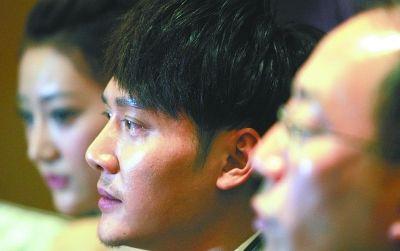 宣传期,连轴转,冯绍峰满眼疲惫。记者 金思柳 摄