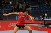 图文:国际乒联总决赛首日 丁宁正在回球
