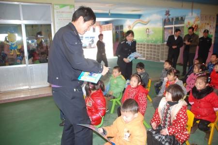 幼儿园文明班组计划_交通安全知识送进幼儿园(图)-搜狐母婴