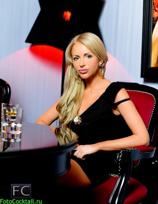 俄罗斯夜店的美女什么样?时尚,热辣,夸张,性感?
