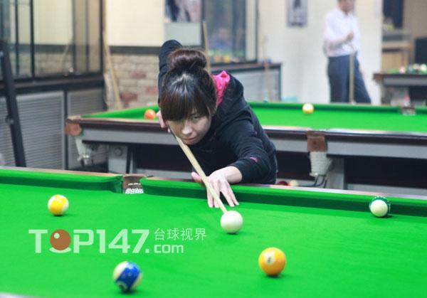 北京护士学校女选手正在进行女子单打比赛阶段