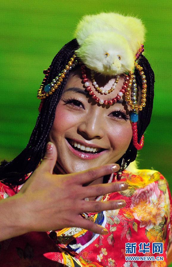11月26日,冠军英珠拉姆在比赛中表演舞蹈.