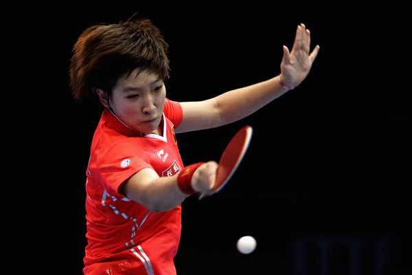 图文:乒联总决赛女单比赛 刘诗雯回球瞬间