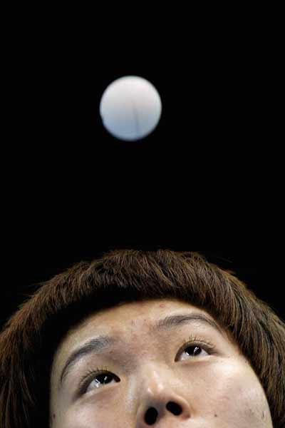 图文:乒联总决赛女单比赛 月亮之上
