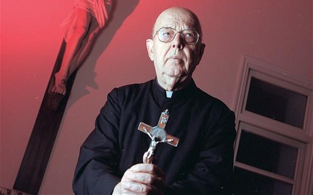 现年85岁的神父加布里埃尔?阿莫尔特称,练瑜伽和读《哈利・波特》是通往魔王撒旦之路。