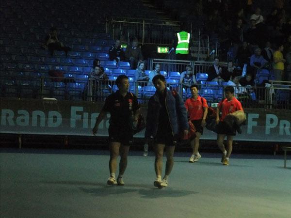 赵雪癹nm9�c9h�9�9g.��b_男双比赛后马琳和张继科离开赛场 赵雪湄/摄