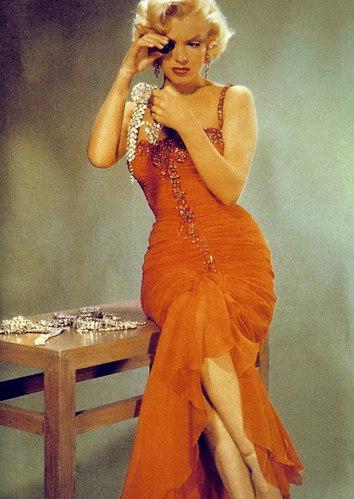美国女子性爱大片_玛丽莲-梦露 (marilyn monroe)是美国20世纪最着名的电影女演员之一.