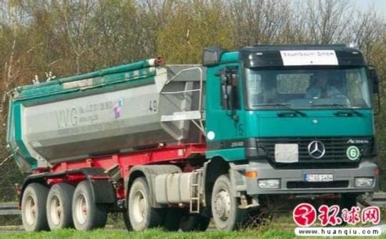 奔驰在华召回22辆阿克托斯改装卡车 图