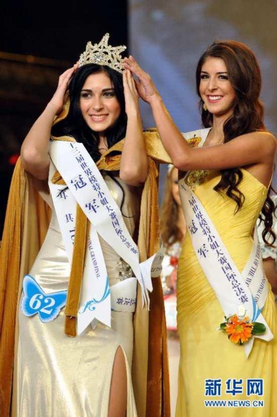 当日,第23届世界模特小姐大赛国际总决赛在深圳锦绣中华民俗文化村