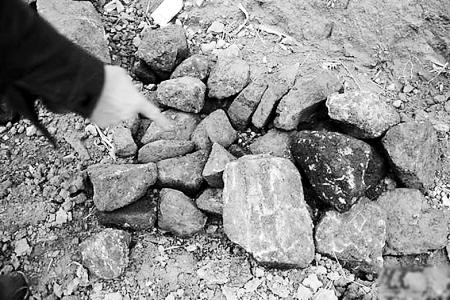 爱心煤被曝分量不足 掺杂大量石头(图)