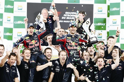 红牛车队庆祝赛季获得车手和车队总冠军
