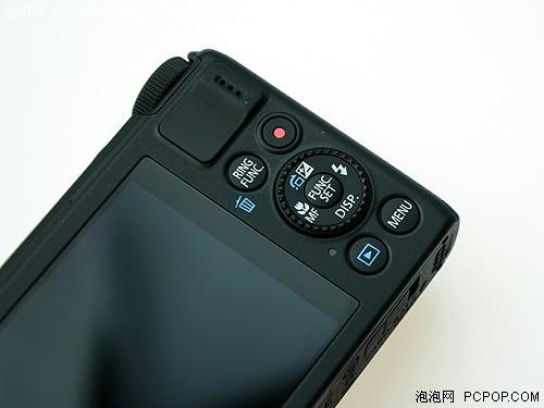 机背操作布局与S95相差不大,多了高清视频拍摄按钮和防滑垫