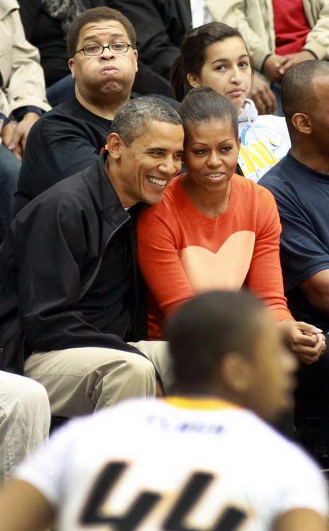 奥巴马和美国第一夫人观战NCAA
