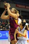 图文[WCBA]:北京女篮胜浙江 玛特拉比赛中上篮