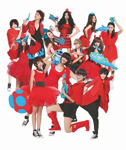 2011快女海报红衣服组合