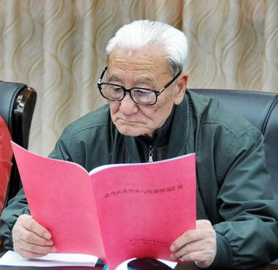 国家体育总局武术研究院专家委员会专家、著名武术家蔡龙云在会上。