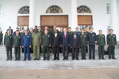 乌干达总统会见梁光烈国务委员(组图)