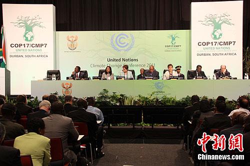 当地时间11月28日,《联合国气候变化框架公约》第17次缔约方会议暨《京都议定书》第7次缔约方会议在南非港口城市德班开幕。中新社发 周锐 摄