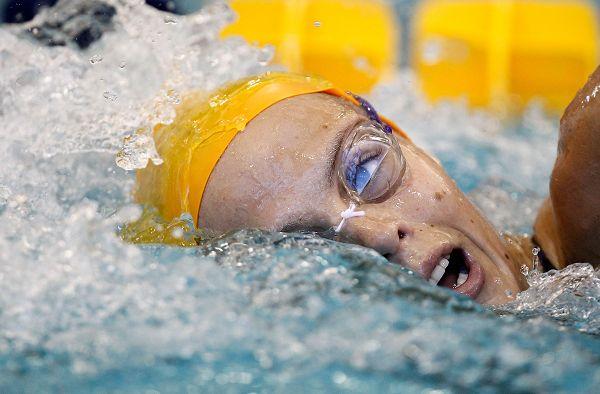 图文:美国游泳冬锦赛首日 马纳多水面换气