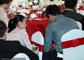 图文:刘翔出席晚宴频遭搭讪 与美女投缘