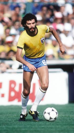 巴西足球巨星苏格拉底昨日去世享年57岁图片