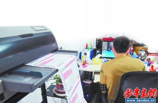 做了近五年网店,刘君每天的业务量还不错。