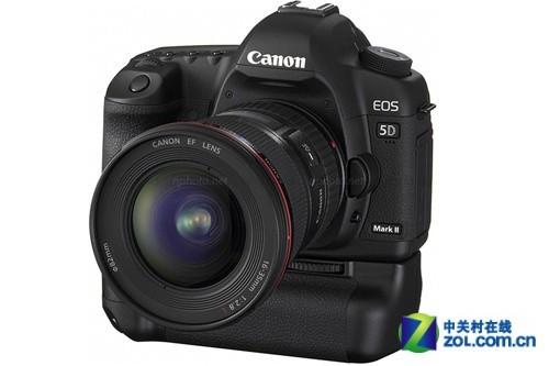 佳能5D Mark II 安装上手柄的尺寸甚至超过了1Ds以及1D系列相机