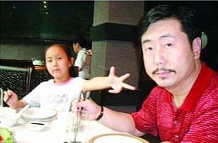 方宏进女儿微博指责父亲 称其抛弃母女包养情妇