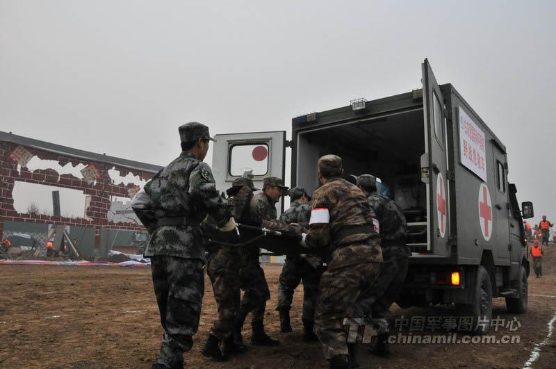 河北省军地联合举行应急救援演练