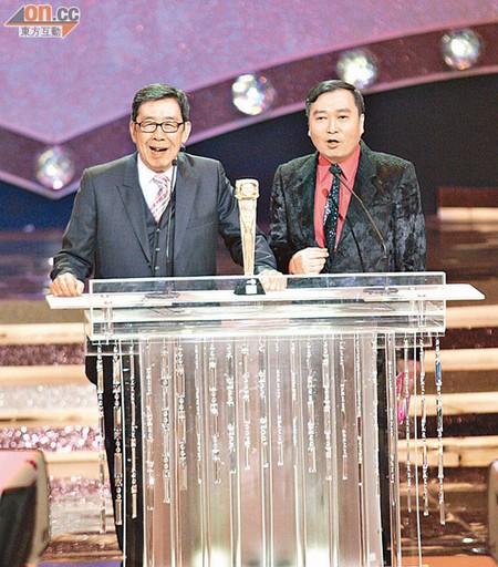 刘以达与胡枫这对颁奖嘉宾大搞气氛。