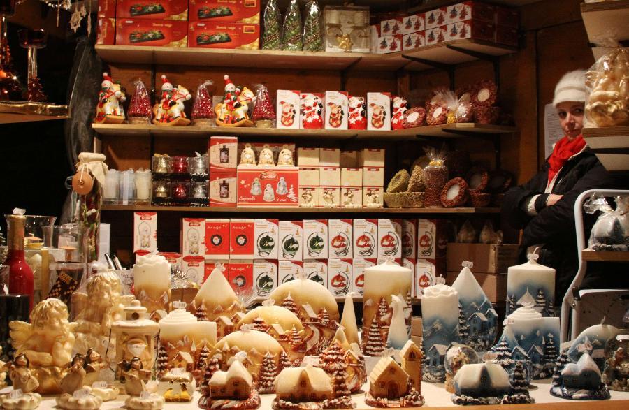 意大利小城的热闹圣诞集市(组图)