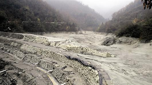 湖北勋西尾矿泄漏形成泥石流 2万多居民受影响
