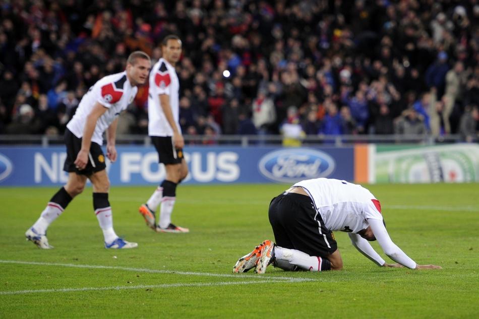 2011-12赛季欧冠小组赛最后一轮比赛打响,英超冠军曼联做客1-2不敌图片