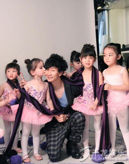 小伶美美-林俊杰睽违两年推出的全新创作专辑《学不会》将于12月14日开始在台
