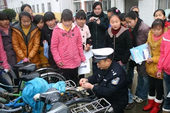宣传活动,切实将关爱留守儿童的交通安全问题具体化
