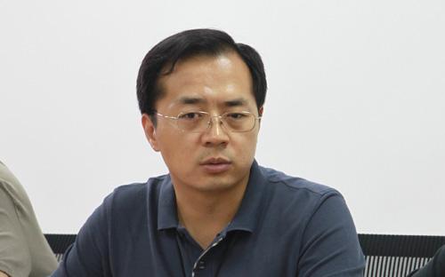 人民日报经济社会部工业采访室副主编  王政
