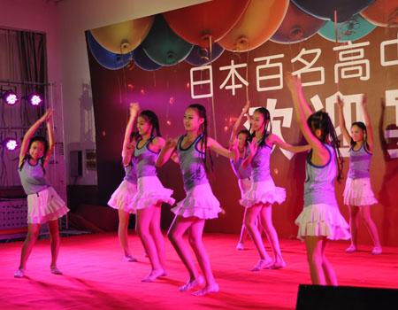 访华日本高中生与山东鲁足球学校学生开展v学生赛(组图)不长高中胸图片