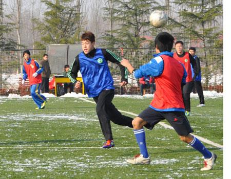 访华山东高中生与日本鲁足球学校学生开展v学生赛(高中)组图大化县图片