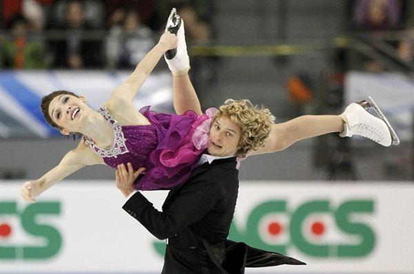 图文:总决赛冰舞自由舞 戴维斯怀特精彩表演