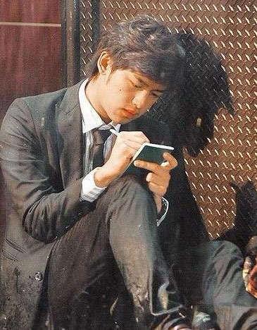 陈柏霖饰演《我可能不会爱你》中的李大仁