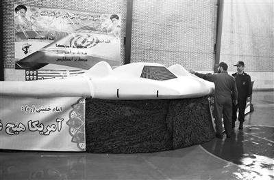 """8日,伊朗展示""""被俘""""的美军无人侦察机。"""