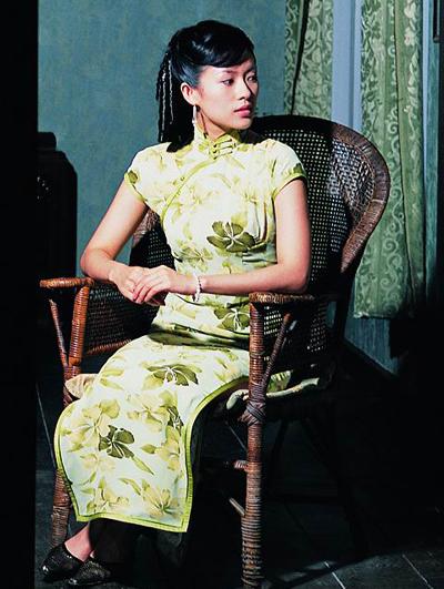 《茉莉花开》中章子怡的旗袍装清新自然