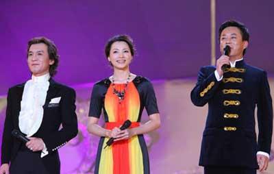 朱军与李咏在春晚的现场图