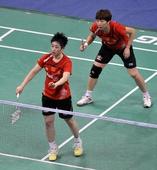 图文:[羽毛球]羽联总决赛 于洋比赛中发球
