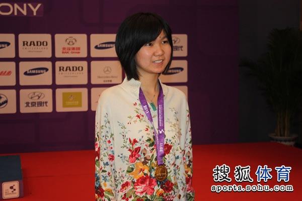 图文:围棋混双颁奖仪式举行 李赫笑得很开心
