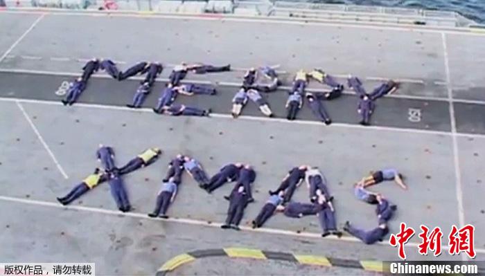 英皇家海军迎圣诞搞笑视频走红网络