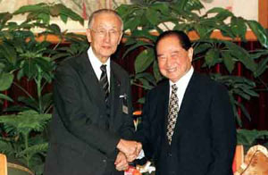 鹿港辜家。著名的汪辜会谈,如今两位老者已然远去。鹿港辜家在台湾家喻户晓,在大陆赫赫有名,有关辜振甫先生的故事许多人耳熟能详,这里不再赘述。他去世后,辜家的主心骨变成了他的侄子辜濂松。