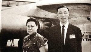 邵逸夫与首任妻子黄美珍于1937年结婚,图为二人离开香港到日本时拍摄