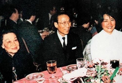 邵逸夫、发妻黄美珍(左)以及第二任妻子方逸华(右)